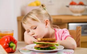 Mengalami nafsu makan yang menurun