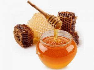 mengkonsumsi madu